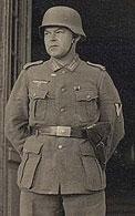 Немецкий солдат в каске М 40