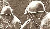 Солдаты в шлемах СШ-40
